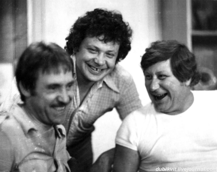 065 Владимир Высоцкий, Валерий Янклович и Владимир Гольдман в квартире В.Поверенного в г.Зарафшан (Узбекистан). Фото Александра Липенко, 24 июля 1979 года