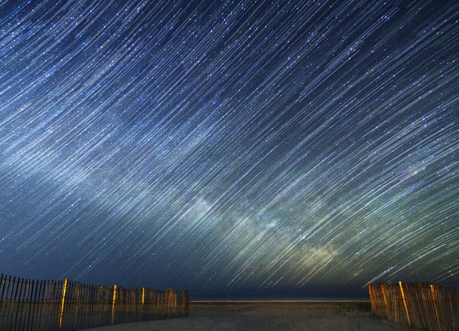 Фото сделано 19 апреля 2012 года в Стратмере, Нью-Джерси. Млечный путь над Атлантическим океаном