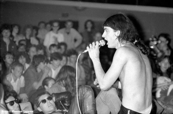 013 Жан Сагадеев, группа Э.С.Т. на сцене Горбушки, 1988 год. фото М. Грушина