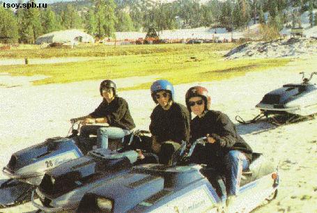 Виктор, Юрий и Джоанна на снегоходах