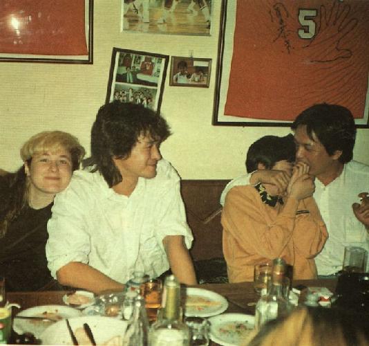 Джоанна Стингрей и Виктор Цой в японском ресторанчике. Апрель 1990 г.