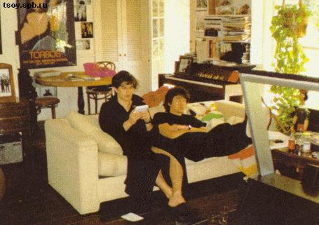 Юрий и Виктор у Джоанны дома.