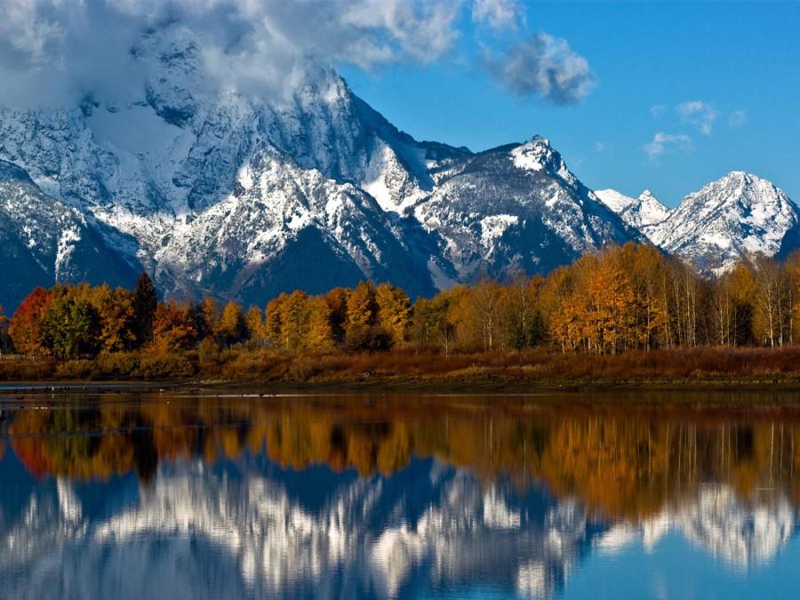 Гора Моран отражается в реке Снэйк в Национальном парке Гранд-Тетон в штате Вайоминг