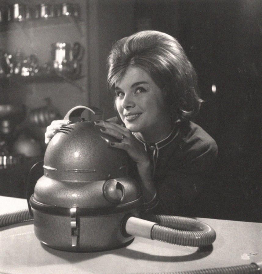 Реклама пылесоса. Автор Трахман Михаил, 1960-е