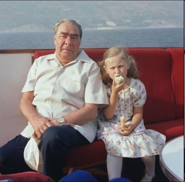 Л. И. Брежнев с правнучкой Галей на отдыхе в Крым