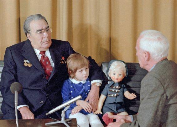 Леонид  Ильич Брежнев с правнучкой Галей