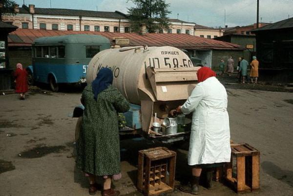 063 Молочница на рынке. Иркутск