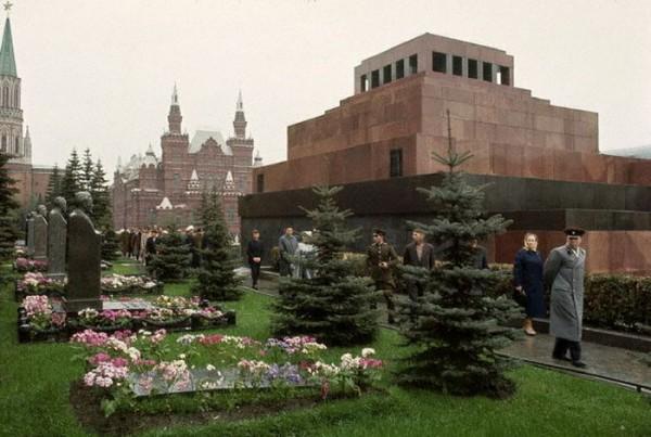 064 У могилы И.В.Сталина (пока без памятника)