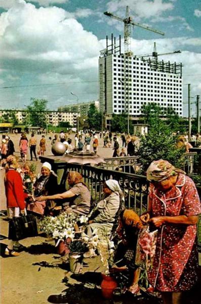 076 Привокзальная площадь в Новосибирске. Строится самое известное здание Новосибирска 70-х годов - 24-х этажная гостиница ''Новосибирск''