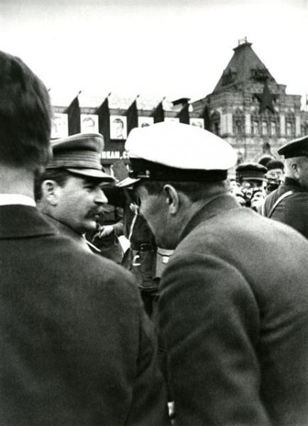 И. Сталин встречает челюскинцев на Красной Площади. Автор Халип Яков, 1934