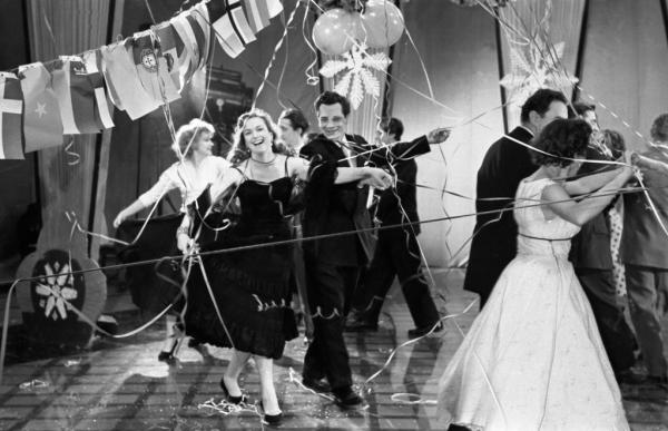 Клара Лучко на съёмках ''Голубого огонька''. Автор Степанов Владимир, 1963