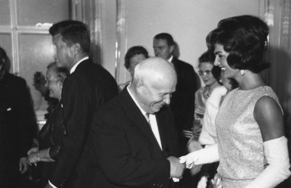 Никита Хрущев и Жаклин Кеннеди. Вена. Автор Савин Михаил, 1962