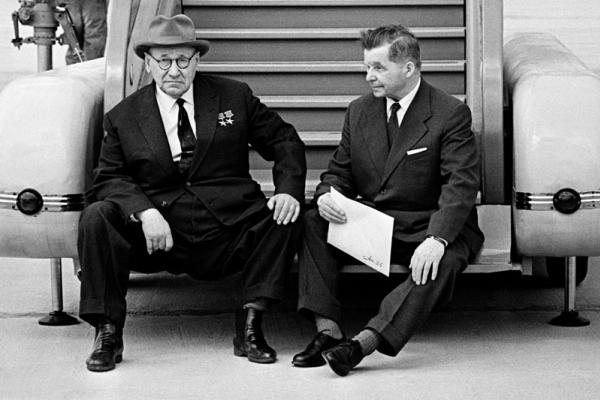 Советские авиаконструкторы А. Н. Туполев и С. В. Ильюшин. Автор Абрамочкин Юрий, 1966