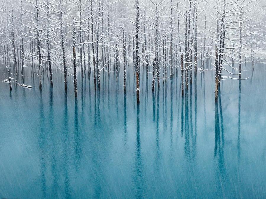 Голубой пруд – достопримечательность одного из курортов Хоккайдо, Япония