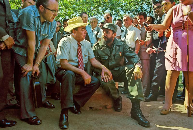 Генеральный секретарь ЦК КПСС Леодин Ильич Брежнев и премьер-министр Революционного правительства Республики Куба Фидель Кастро. 01.07.1976