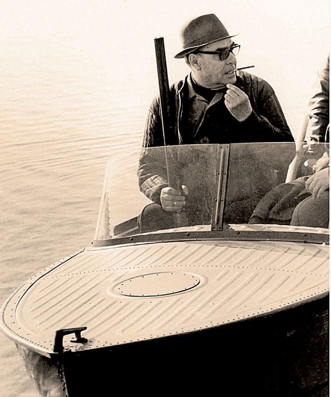 Леонид Брежнев любил на охоте покурить, чтобы не кусали комары. «Завидово», 1972 г