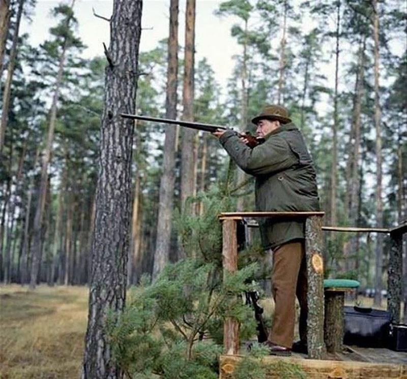 Леонид Ильич, по рассказам егерей, любил охотиться с вышки