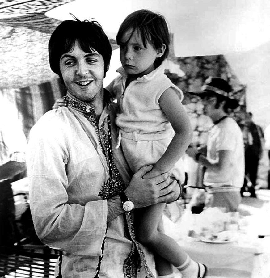 029 Пол Маккартни с Джулианом, и Джон, 1967