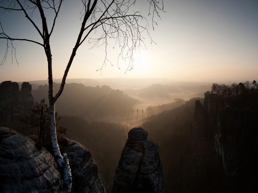 Рассвет в Бастай. Это был первый солнечный день в Германии в году. Бастай – это скала в песчаниковых горах в Саксонии