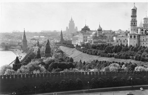 Вид на Кремль летом. Автор Грановский Наум, 1970-e