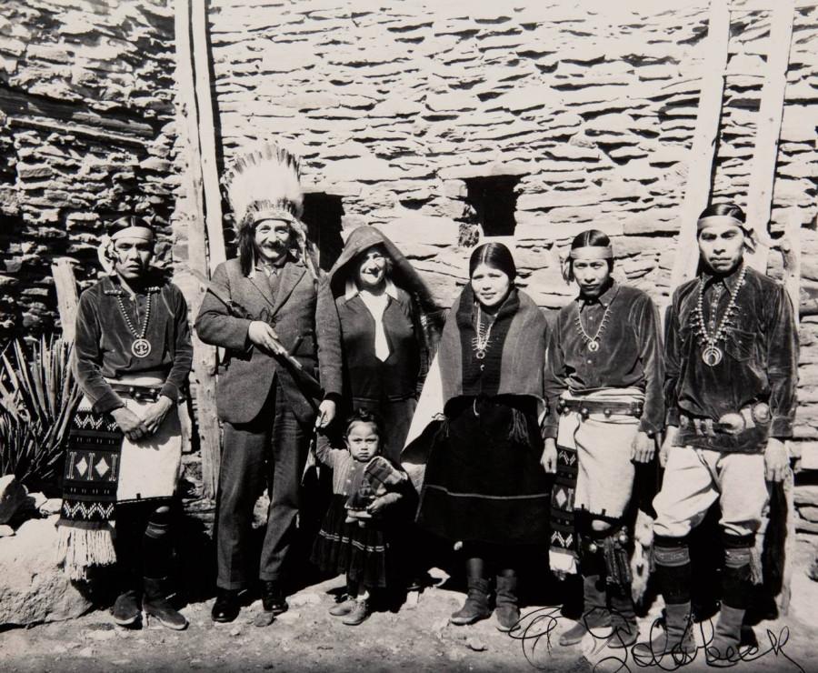 22 Альберт Эйнштейн с индейцами Хопи, 1922 г