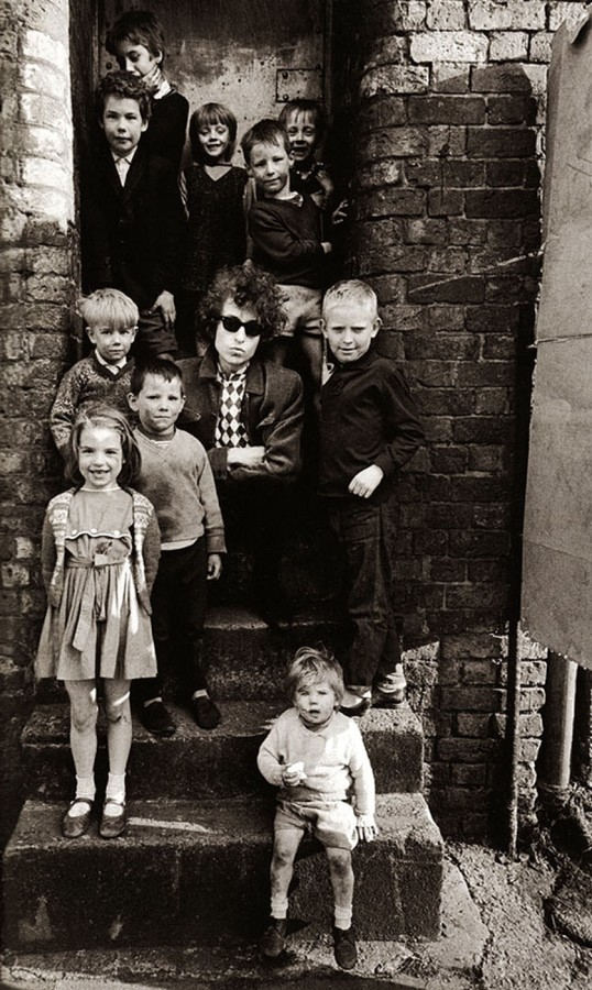 26 Bob Dylan - Liverpool - photo by Barry Feinstein - 1966