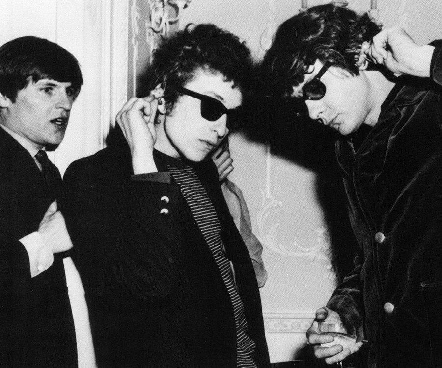 523 Bob Dylan with Alan Price and Hilton Valentine of The Animals, 1965