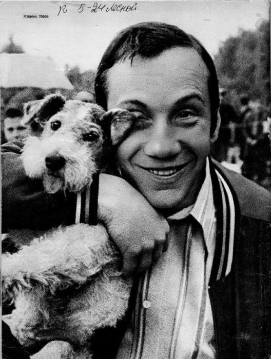 Савелий Крамаров со своей собакой
