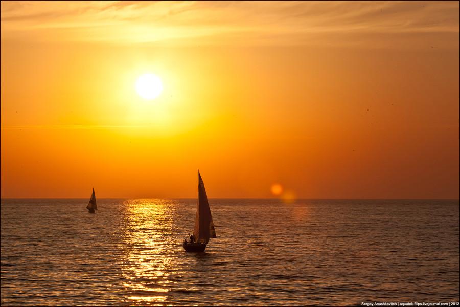 Солнечные паруса в апельсиновом закате