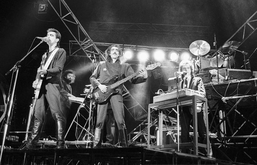 Queen - The show must go on. История создания песни
