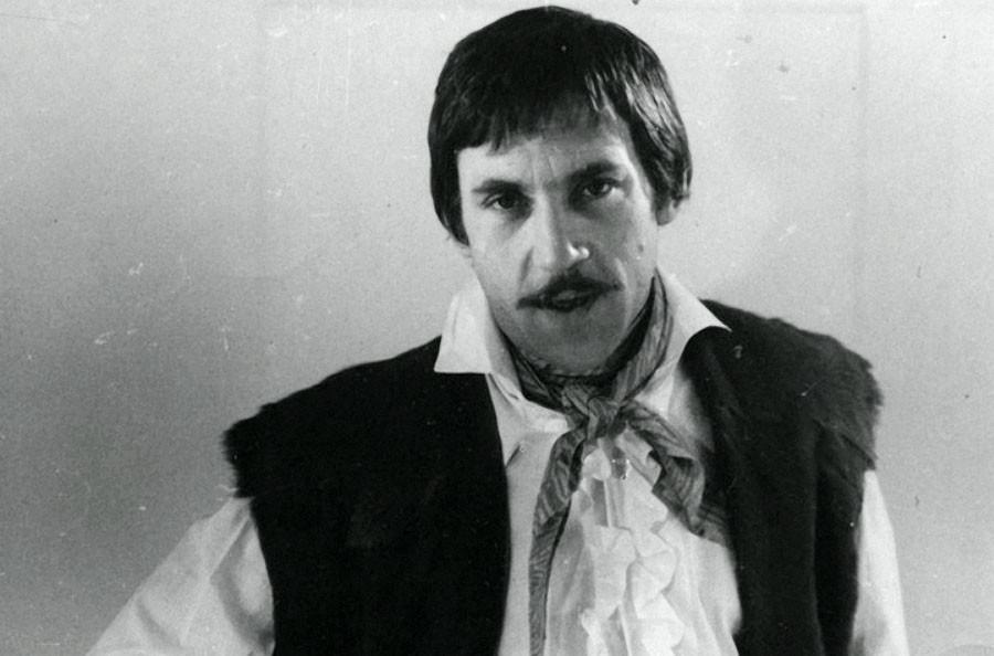 на  роль певца  Евгения  Крестовского