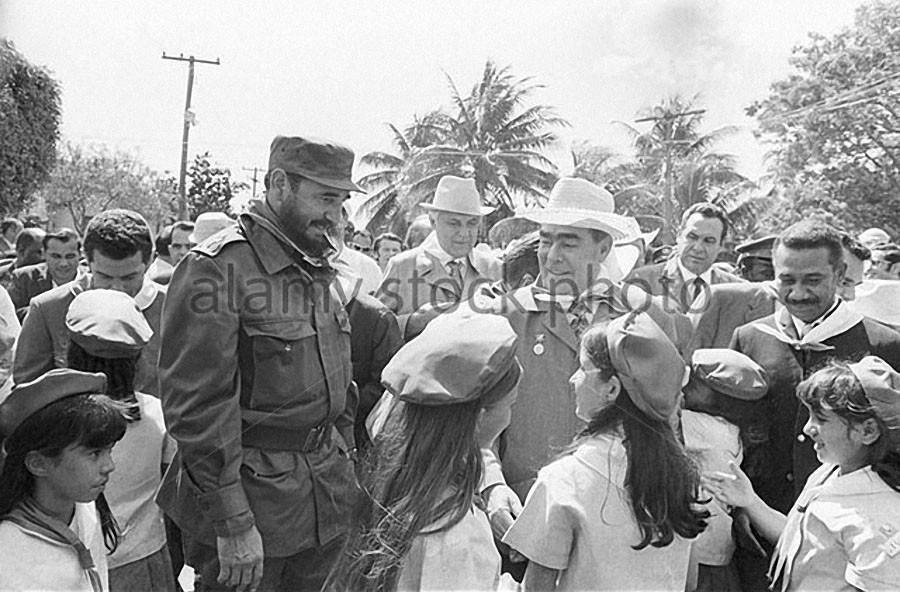 Фидель Кастро и Леонид Брежнев, 1974 год. | 592x900