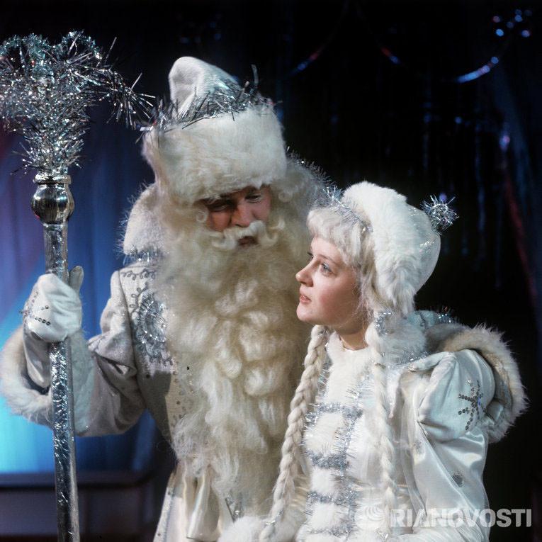 Дед Мороз и Снегурочка на детском новогоднем празднике в Колонном зале Дома союзов, 1973 год, фото В. Шияновского