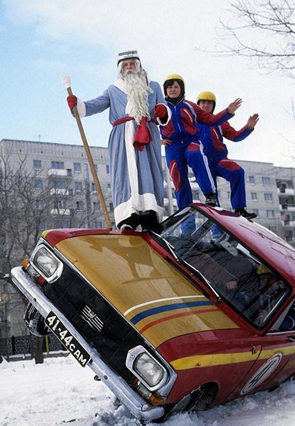 Дед Мороз среди участников автородео. 1978 год. Фото Юрия Набатова