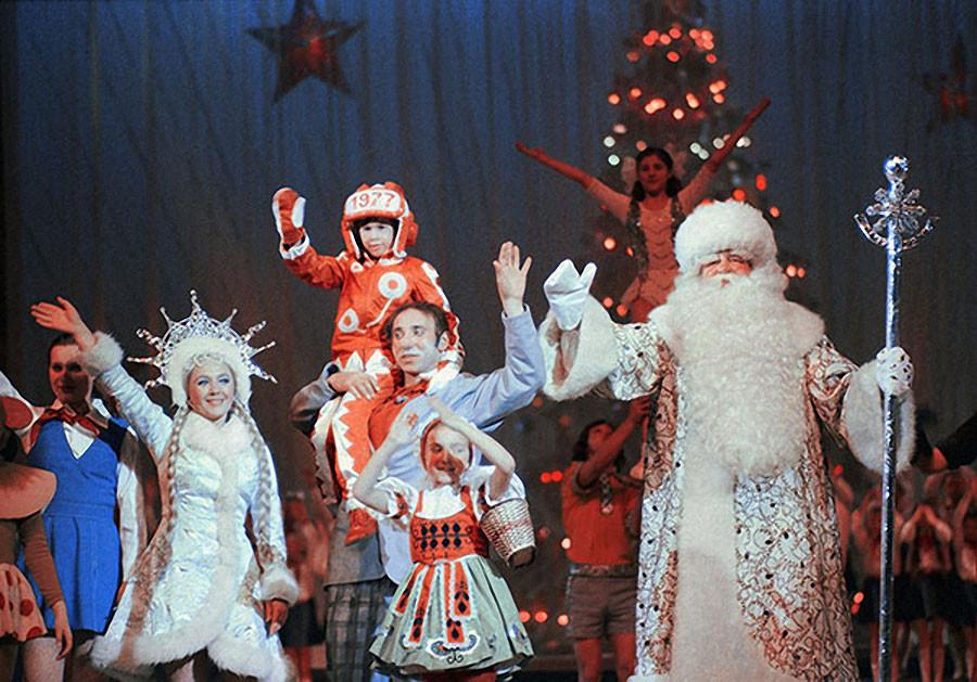 Новогоднее представление в Кремлевском Дворце съездов. 1977 год. Фото Олега Иванова и Бориса Кавашкина