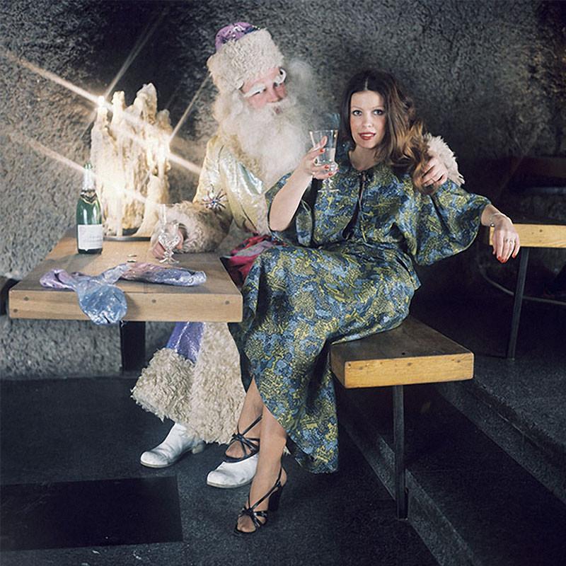 Советский Дед Мороз был очень активным товарищем, помимо поездок на БАМ и раздачи ключей новоселам мог запросто сняться в модной фотосессии. 1977 год