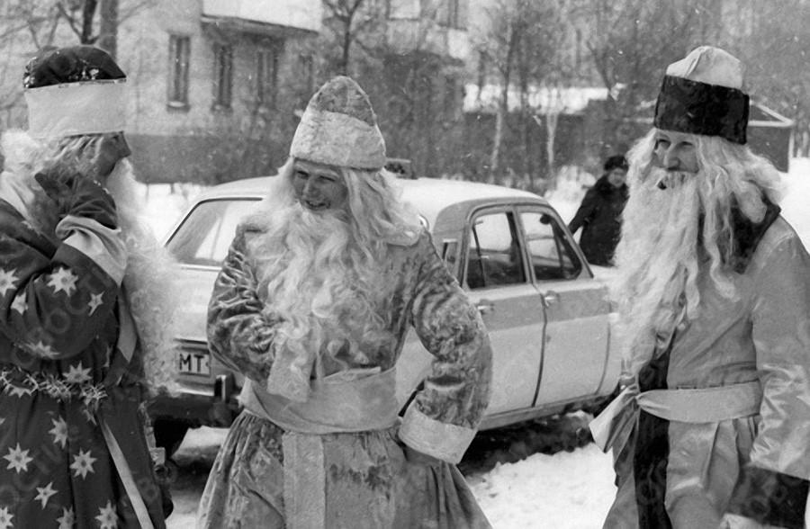 Деды Морозы на улице в канун Нового года, 1985 год, © РИА Новости, Владимир Федоренко