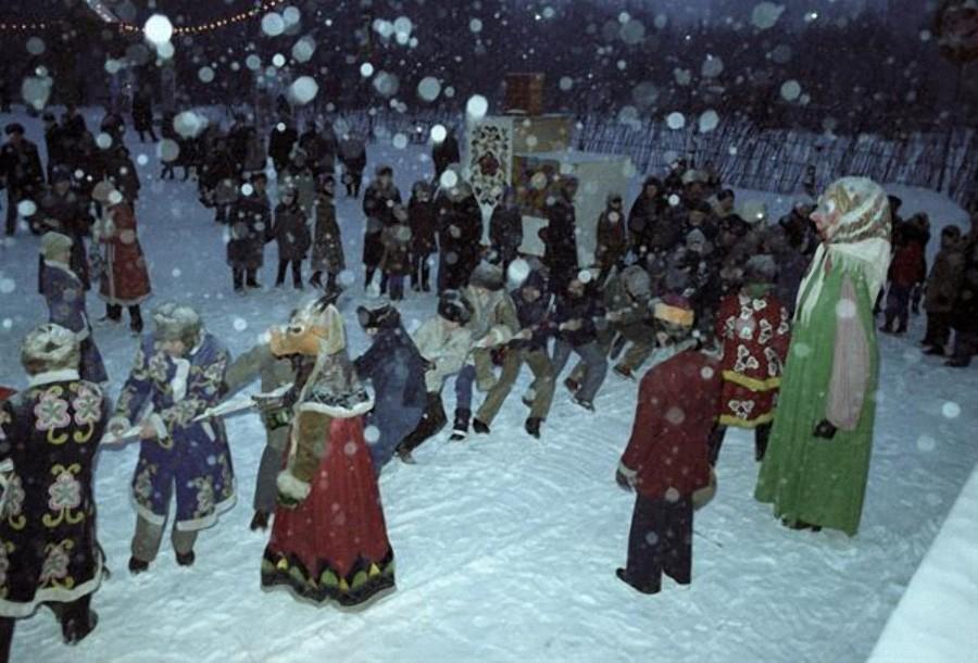 Конкурс по перетягиванию каната на празднике Русская зима, 1980 год, © РИА Новости, Юрий Сомов