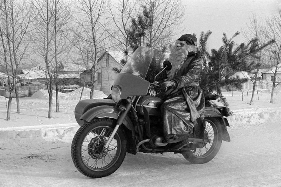 Технический прогресс на службе Деда Мороза, 1987 год, © Фотохроника ТАСС, Фото Сергея Калинина