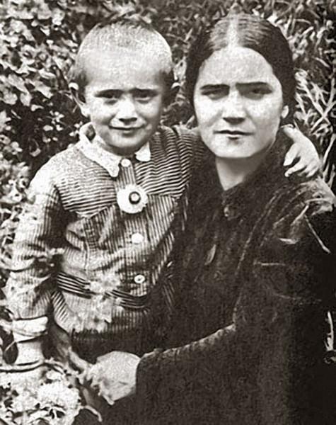 Армен Джигарханян с мамой Еленой Васильевной