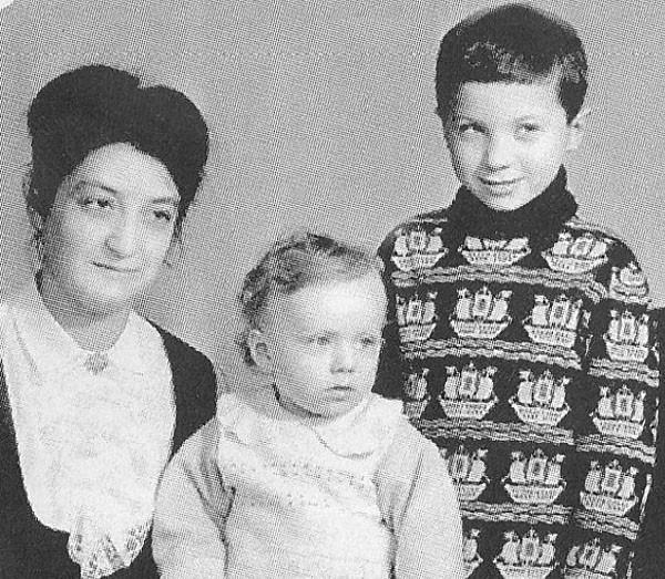 Братья Самойловы с мамой
