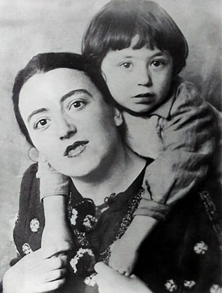 Вахтанг Кикабидзе с мамой Мананой Константиновной Багратиони