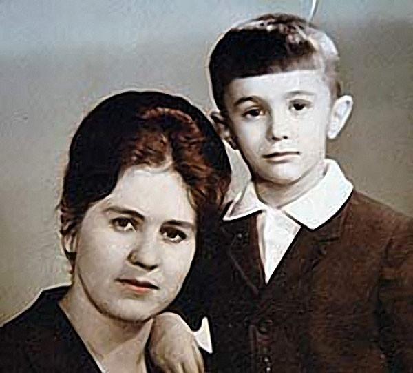 Вячеслав Бутусов с мамой