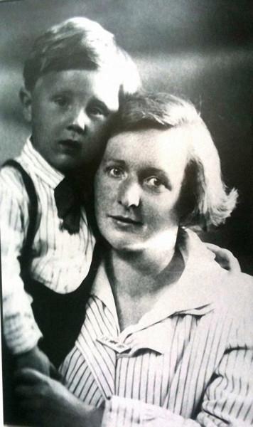 Илья Глазунов с мамой Ольгой Константиновной