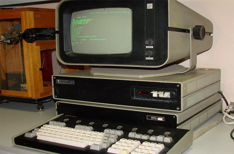 Игра с компьютером.1986 год
