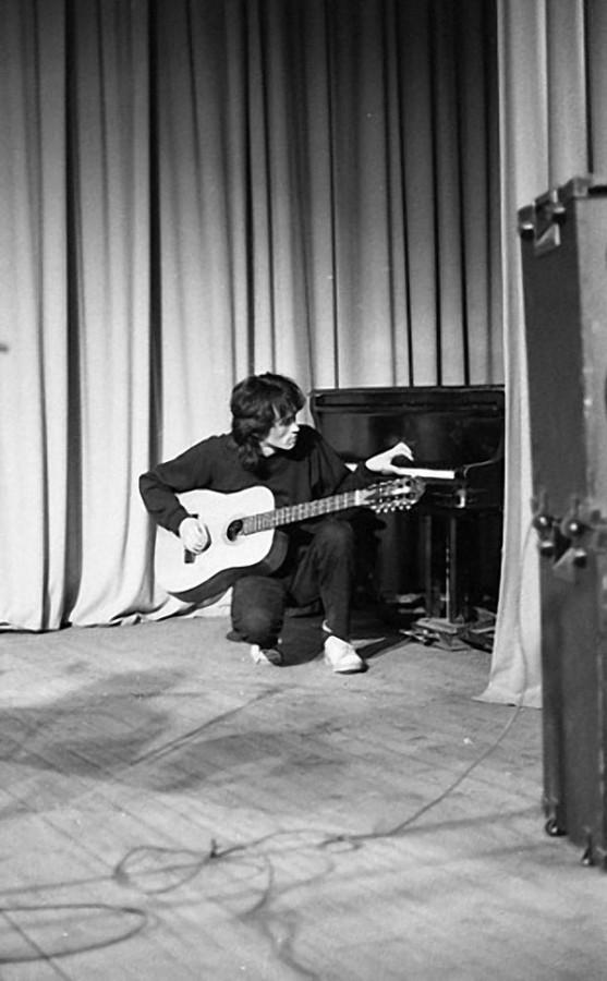 206 Цой перед каким-то небольшим концертом в 86 году в Ленинграде