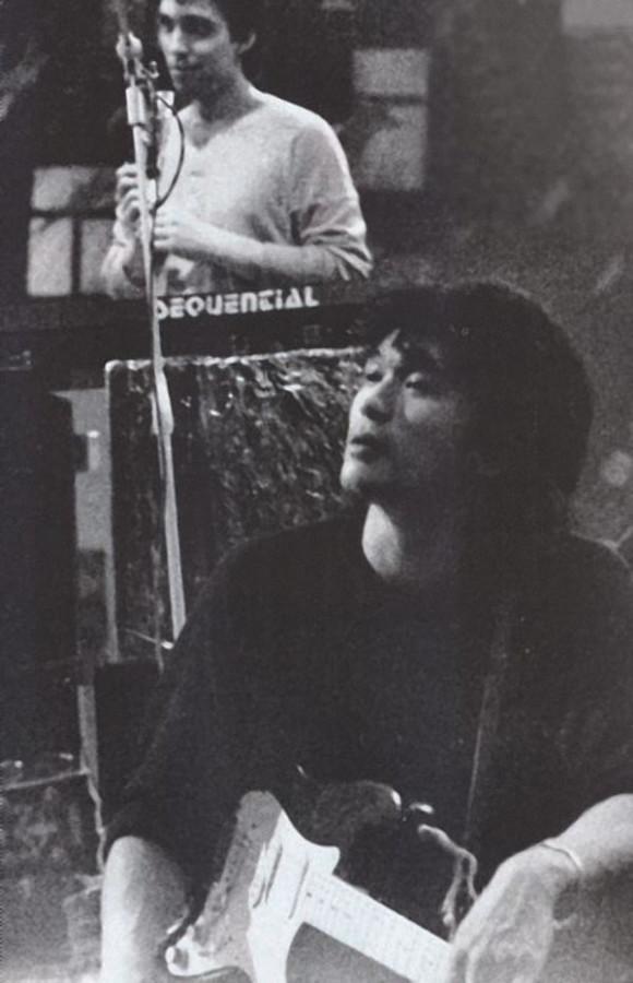 213 Виктор Цой на дне рождения у Севы Гаккеля, 1983 год