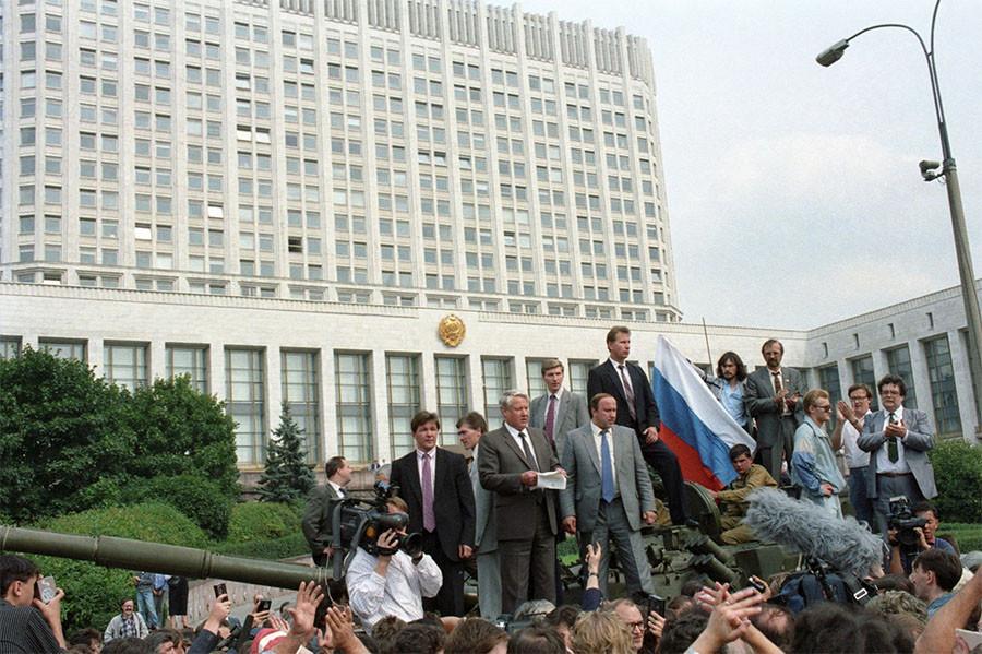 Борис Ельцин обращается к народу