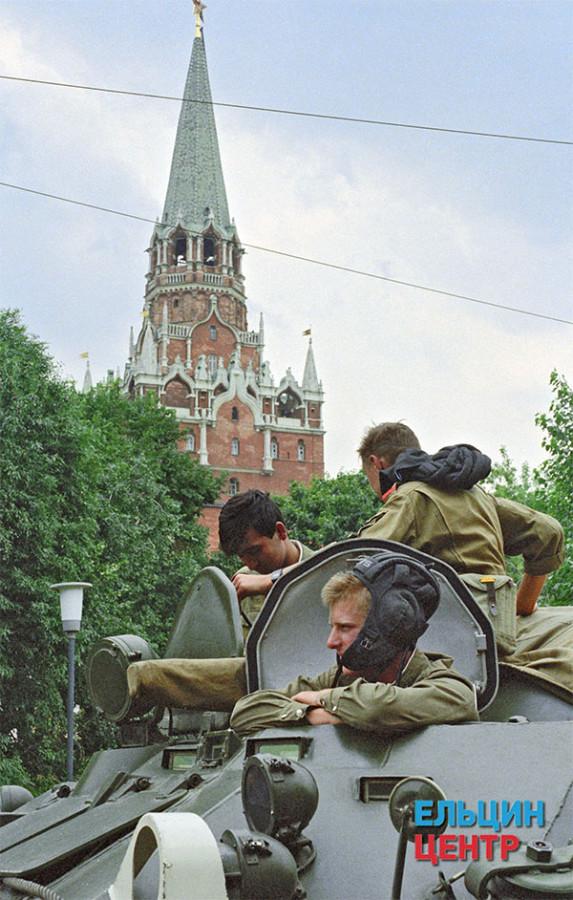 Военная техника на улицах столицы Фото Александра Чумичева