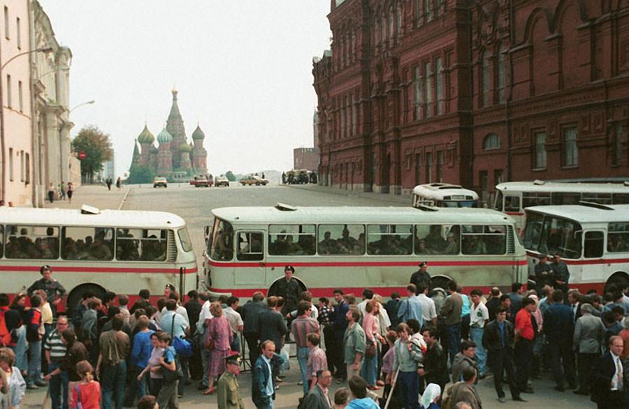 На улицах столицы Фото Валентина Кузьмина и Александра Чумичева